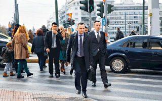 Ο αναπληρωτής πρωθυπουργός για ευρωπαϊκά θέματα της ΠΓΔΜ Μπουγιάρ Οσμάνι, προερχόμενος από την αλβανική μειονότητα, έχει επανειλημμένως λάβει αποστάσεις από την προοπτική δημοψηφίσματος για το ονοματολογικό στη γειτονική χώρα.