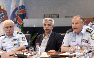 Ο αρχηγός της Ελληνικής Αστυνομίας, αντιστράτηγος Κωνσταντίνος Τσουβάλας (δεξιά) και ο υπαρχηγός  της ΕΛΑΣ Αριστείδης Ανδρικόπουλος (αριστερά)