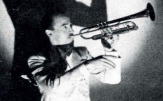 Ο Εντι Ρόσνερ «μπορούσε να παίζει σουίνγκ, κάτι πολύ σπάνιο για τους Γερμανούς μουσικούς της τζαζ», αναφέρει ο βιογράφος του.