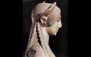 Στις περίφημες αρχαϊκές Κόρες με τις περίτεχνες κομμώσεις και τα εξαιρετικά κοσμήματα είναι αφιερωμένη νέα έκδοση που αποκαλύπτει όλα τα μυστικά τους. Σ
