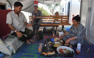 Η οικονομική βοήθεια για κάθε δικαιούχο εξαρτάται από το εάν στη δομή όπου φιλοξενείται παρέχεται φαγητό ή όχι.
