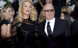 Model Jerry Hall and media magnate Rupert Murdoch arrive at the 73rd Golden Globe Awards in Beverly Hills, California in this January 10, 2016 file photo. Murdoch announced his engagement to former supermodel Jerry Hall in an advertisement published on January 12, 2016 in The Times newspaper, which is owned by Murdoch's News Corp. REUTERS/Mario Anzuoni/Files