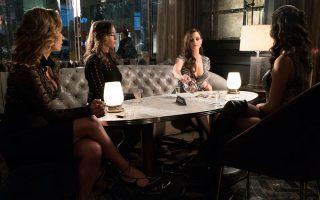 Η Μόλι Μπλουμ είναι μια ενδιαφέρουσα γυναικεία προσωπικότητα, την οποία ενσαρκώνει υπέροχα η Τζέσικα Τσαστέιν (δεξιά).
