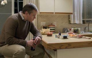 Ο Ματ Ντέιμον πρωταγωνιστεί στον «Μικρόκοσμο» του Αλεξάντερ Πέιν, ταινία που σχολιάζει πολλά από τα κακώς κείμενα της εποχής μας.