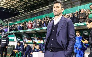 Ο Μαρίνος Ουζουνίδης προσπαθεί να κρατήσει τους παίκτες του συγκεντρωμένους ενόψει του αγώνα της Κυριακής με τον Πλατανιά, στη Λεωφόρο.