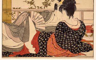 Στο «Μικρό λεξικό της σεξουαλικότητας», στη λέξη «ερωτισμός» γίνεται αναφορά στον Ρολάν Μπαρτ: «Το πιο ερωτικό σημείο του σώματος είναι εκείνο όπου το ένδυμα μισανοίγει». Στη φωτογραφία, στιγμιότυπο από την έκθεση «Shunga, σεξ και ηδονή στην ιαπωνική τέχνη», στο Βρετανικό Μουσείο του Λονδίνου.