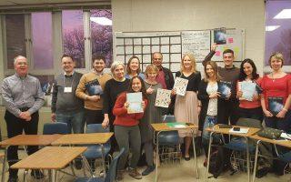 Στο West High της Αϊόβα διδάσκεται δημοσιογραφία, ενώ μαθητές όπως η Νίνα ξεδιπλώνουν το ταλέντο τους στο περιοδικό του σχολείου.
