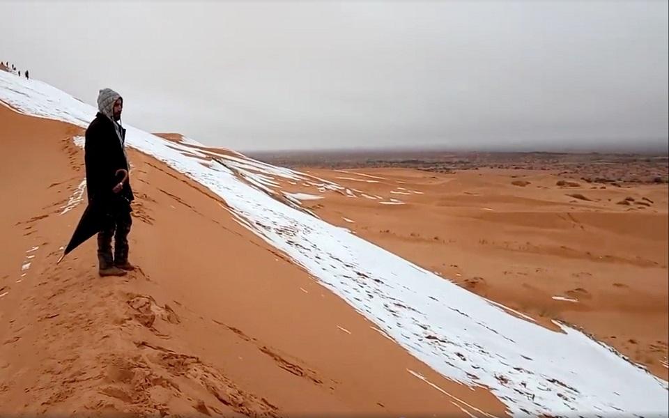 Χιόνισε στην έρημο Σαχάρα | Η ΚΑΘΗΜΕΡΙΝΗ