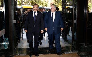 Αποκορύφωμα του τουρκικού εκνευρισμού ήταν οι δηλώσεις του αναπληρωτή πρωθυπουργού Χακάν Τσαβούσογλου, ο οποίος λίγο-πολύ απείλησε με πόλεμο (στη φωτογραφία, με τον Ελληνα υπουργό Εξωτερικών Νίκο Κοτζιά).