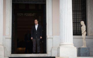 Ο κ. Τσίπρας εκτιμά πως παρά τα «αγκάθια», η τέταρτη αξιολόγηση θα ολοκληρωθεί χωρίς κραδασμούς και μεγάλο πολιτικό κόστος.