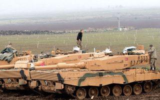 Τούρκοι στρατιώτες και τανκς στα σύνορα με τη Συρία. Η επιχείρηση «Κλάδος Ελαίας» έγινε «σε συμφωνία με τη Ρωσία», δήλωσε ο Ταγίπ Ερντογάν.