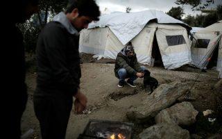 Εκατοντάδες πρόσφυγες και μετανάστες στα νησιά παραμένουν σε σκηνές υπό άθλιες συνθήκες, χωρίς θέρμανση.