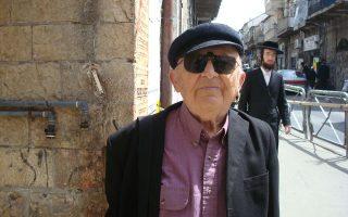 Ο Ααρον Απελφελντ, τον Απρίλιο του 2009 στη συνοικία στην Ιερουσαλήμ. Πέθανε χθες σε ηλικία 85 ετών.