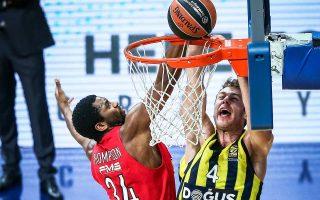Ο Ολυμπιακός στο πρώτο ματς στην Κωνσταντινούπολη είχε επικρατήσει της Φενέρ, όμως σήμερα τα δεδομένα έχουν αλλάξει. Η τουρκική ομάδα βρίσκεται σε ανοδική πορεία και ο Ολυμπιακός ψάχνει την αγωνιστική επανεκκίνησή του. Θα τα καταφέρει απόψε;