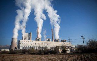 Η ΔΕΗ, με τη στήριξη του συνόλου των ευρωβουλευτών της χώρας, έχει παρέμβει στην Ε.Ε. ζητώντας την επαναφορά για την Ελλάδα των δωρεάν δικαιωμάτων εκπομπής διοξειδίου του άνθρακα στην ηλεκτροπαραγωγή μέχρι το 2030, με επιχείρημα την οικονομική κατάσταση της χώρας.