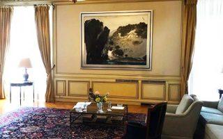 Το έργο του Τέτση «Υδρα Ι», που βρήκε για λίγο τη θέση του μέσα στο σαλόνι στο Μέγαρο Μαξίμου.