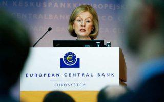 Η επικεφαλής του Ενιαίου Εποπτικού Μηχανισμού (SSM) Ντανιέλ Νουί κάλεσε τις τράπεζες να εργαστούν πιο εντατικά στο ζήτημα των ρυθμίσεων, προσφέροντας ουσιαστικές λύσεις στους δανειολήπτες, όπως  η μείωση των επιτοκίων.