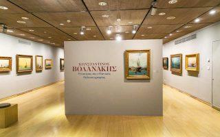 Η εντυπωσιακή είσοδος της έκθεσης με τα 72 έργα του θαλασσογράφου Kωνσταντίνου Βολανάκη.