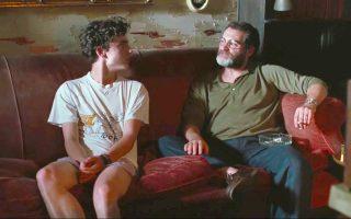 Τιμοτέ Σαλαμέ και Μάικλ Στούλαμπαργκ, ερωτευμένος γιος και ιδανικός πατέρας, σε μία από τις πιο τρυφερές σκηνές της ταινίας.