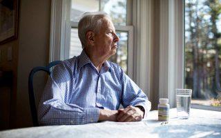 Ο Ρον Σκολαμιέρ, ο οποίος παίρνει το πειραματικό αντικαρκινικό φάρμακο apalutamide, στο σπίτι του στο Μάρσφιλντ της Μασαχουσέτης.