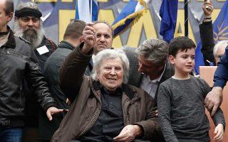 Ο Μίκης Θεοδωράκης, λίγο προτού απευθυνθεί στο συγκεντρωμένο πλήθος της 4ης Φεβρουαρίου 2018.