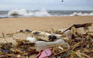 Εως το 2030, όλες οι πλαστικές συσκευασίες πρέπει να είναι ανακυκλώσιμες ή επαναχρησιμοποιούμενες.