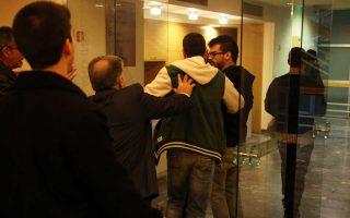 Απομάκρυνση μελών του «Ρουβίκωνα» από το ΕΒΕΑ. Διέκοψαν εκδήλωση του ΣΥΡΙΖΑ με ομιλητή τον Ευκλ. Τσακαλώτο.
