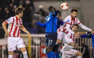 Μετά το στραβοπάτημα στο Περιστέρι, ο Ολυμπιακός είδε να χάνει ακόμη τρεις βαθμούς λόγω των επεισοδίων στο «Καραϊσκάκης» στο ντέρμπι με την ΑΕΚ.
