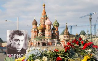 Πορτρέτο του Μπόρις Νεμτσόφ στο σημείο δολοφονίας του στη Μόσχα. Το όνομά του σκέφτεται να δώσει η Ουάσιγκτον σε δρόμο κοντά στη ρωσική πρεσβεία.