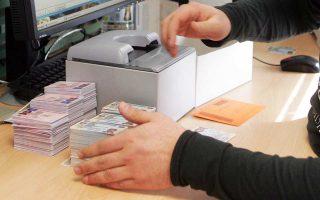Το κόστος αντικατάστασης των παλαιών ταυτοτήτων με νέες υπολογίζεται στα 80 εκατ. ευρώ.
