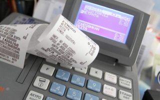 Στους επιτηδευματίες και στις επιχειρήσεις που δεν υπάγονται σε ΦΠΑ (π.χ. γιατροί, ασφαλιστικοί πράκτορες, φροντιστήρια) και δεν εκδίδουν φορολογικά στοιχεία ή εκδίδουν ανακριβή φορολογικά στοιχεία, επιβάλλεται πρόστιμο 500 ευρώ εφόσον τηρούν απλογραφικά βιβλία και 1.000 ευρώ εφόσον τηρούν διπλογραφικά βιβλία.