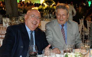 Ο Μιχάλης Κατσίγερας (αριστερά) και ο Αντώνης Καρκαγιάννης, στα πρώτα Βραβεία Ποιότητας του «Γαστρονόμου», τον Ιούνιο του 2008.
