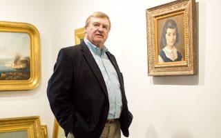 Ο Τέρι Γουάλας, ιδιοκτήτης της Wallace Gallery της Νέας Υόρκης, με το επίδικο πορτρέτο της Τζάκι Κένεντι Ωνάση σε νεαρή ηλικία.