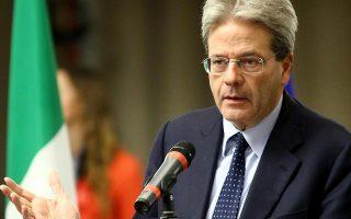 Ο υπηρεσιακός πρωθυπουργός της Ιταλίας Πάολο Τζεντιλόνι, απευθυνόμενος στον Ζαν Κλοντ Γιούνκερ, με αφορμή της δηλώσεις του τελευταίου περί «χειρότερου σεναρίου», δήλωσε ότι «τον διαβεβαιώνω πως, σε κάθε περίπτωση, θα υπάρξει συνέχεια στο κράτος».