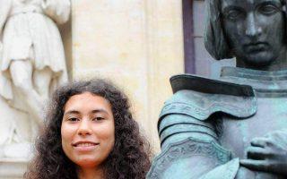 Η 17χρονη Ματίλντ Εντέ Γκαμασού, με ρίζες από το Μπενίν και την Πολωνία, θα είναι η πέμπτη ενσάρκωση της Ζαν Ντ' Αρκ.