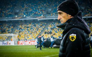 Ο Χιμένεθ καλείται πλέον να διαχειριστεί την απογοήτευση των παικτών του από τη χαμένη πρόκριση και να ετοιμάσει την ΑΕΚ για το ντέρμπι της Δευτέρας στο Περιστέρι.