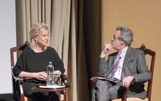 Η Αγνή Μπάλτσα με τον Τάσο Κριεκούκη στη σκηνή της Γενναδείου, σε μια συζήτηση-ποταμό που κράτησε δύο ώρες.
