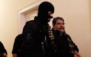 Ο Σαλέχ Μουσλέμ μεταφέρεται στο δικαστήριο της Πράγας, που διέταξε την απελευθέρωσή του.