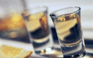 me-provlimata-alkoolismoy-to-10-ton-ellinon0