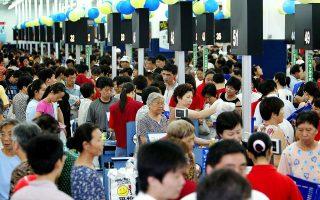 Η κινεζική αγορά είναι μία από τις μεγαλύτερες του κόσμου σε αυτοκίνητα, ένδυση και ηλεκτρονικά παιχνίδια, και διευρύνεται συνεχώς σε καταναλωτικά αγαθά, υπηρεσίες και πολιτισμό.