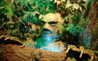 Κέρινο ομοίωμα του ανθρωπόμορφου αμφίβιου πλάσματος της ταινίας «Creature From the Black Lagoon» (ελλ. τίτλος: «Ο Τρόμος της Μαύρης Λίμνης») στο κινηματογραφικό μουσείο για το κλασικό σινεμά τρόμου, Witch's Dungeon Classic Movie Museum, στο Μπρίστολ του Κονέκτικατ των Ηνωμένων Πολιτειών. Το εκπληκτικό design του τέρατος το έχει καταστήσει εξαιρετικά δημοφιλές στους συλλέκτες φιγούρων και αναμνηστικών ταινιών τρόμου, οι οποίοι το έχουν κρατήσει ζωντανό στο πέρασμα των χρόνων, συλλέγοντας μανιωδώς οτιδήποτε σχετίζεται με την ταινία και τον τερατόμορφο πρωταγωνιστή της. (Φωτ: Α.P./TOBY MORRIS)