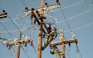Ο ΔΕΔΔΗΕ είναι 100% θυγατρική της ΔΕΗ. Η εταιρεία ελέγχει το δίκτυο διανομής ηλεκτρικής ενέργειας και απασχολεί περίπου 6.854 εργαζομένους.
