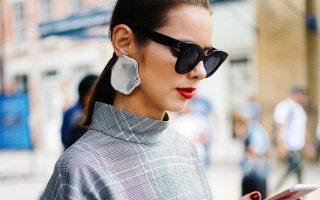 Τα σκουλαρίκια αποκτούν μια πιο φυσική μορφή για την Άνοιξη.
