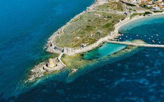 Η ακμή της Μεθώνης καταγράφεται από τα τέλη του 13ου αιώνα, όταν οι Ενετοί ανοικοδόμησαν το κάστρο. Το λιμάνι της ήταν η ενδιάμεση στάση των πλοίων που ταξίδευαν από την Ευρώπη προς Αφρική και Μέση Ανατολή για περίπου δύο αιώνες.