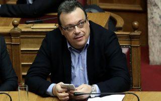 Ο αναπληρωτής υπουργός Περιβάλλοντος και Ενέργειας Σωκράτης Φάμελλος παρακολουθεί τη συζήτηση στην Ολομέλεια της Βουλής για την κύρωση του Κρατικού Προϋπολογισμού οικονομικού έτους 2018, Αθήνα, Τετάρτη 13 Δεκεμβρίου 2017. ΑΠΕ-ΜΠΕ/ΑΠΕ-ΜΠΕ/ΣΥΜΕΛΑ ΠΑΝΤΖΑΡΤΖΗ