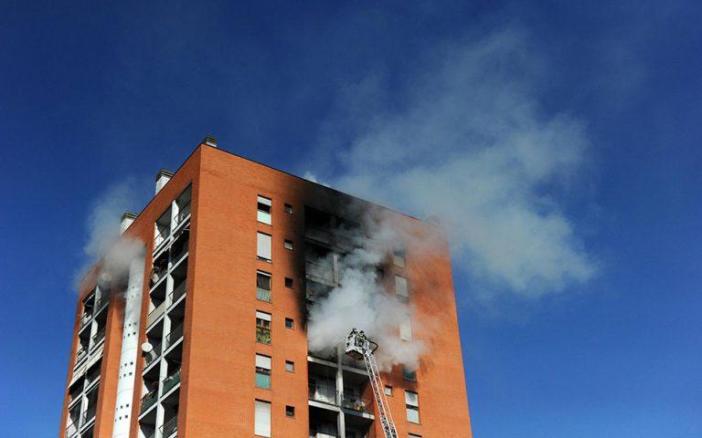Φωτιά στον 10ο όροφο πολυκατοικίας στο Μιλάνο – Επτά τραυματίες, ο ένας σε σοβαρή κατάσταση