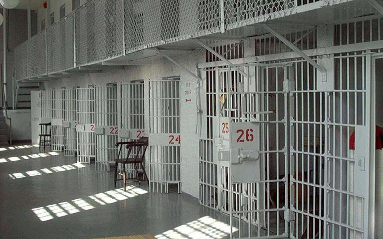 Οι Γάλλοι αυξάνουν τη χωρητικότητα των φυλακών τους