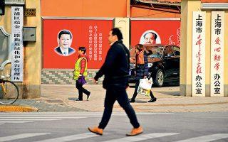 Σι Τζινπίνγκ όπως Μάο Τσετούνγκ; Η δυνατότητα παράτασης της θητείας είχε καταργηθεί προκειμένου να αποφευχθεί η επιστροφή σε παλαιότερες εποχές ανεξέλεγκτης εξουσίας.