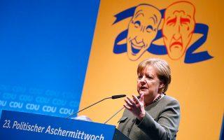 Την ψηφοφορία των Σοσιαλδημοκρατών περιμένουν και οι Ευρωπαίοι αξιωματούχοι για να δουν αν θα κλάψουν ή θα γελάσουν. Εως τότε ελπίζουν σε μια μεγάλη συμμαχία με την Αγκελα Μέρκελ στην πρώτη γραμμή.