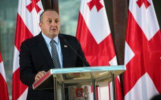 «Αποτελεί αξιοσημείωτο συμβολισμό το γεγονός ότι η Ελλάδα ήταν η πρώτη από τις χώρες που υποδέχθηκε επίσημα τους πρώτους τουρίστες από τη Γεωργία χωρίς βίζα», τονίζει στην «Κ» ο κ. Γκιόργκι Μαργκβελασβίλι.